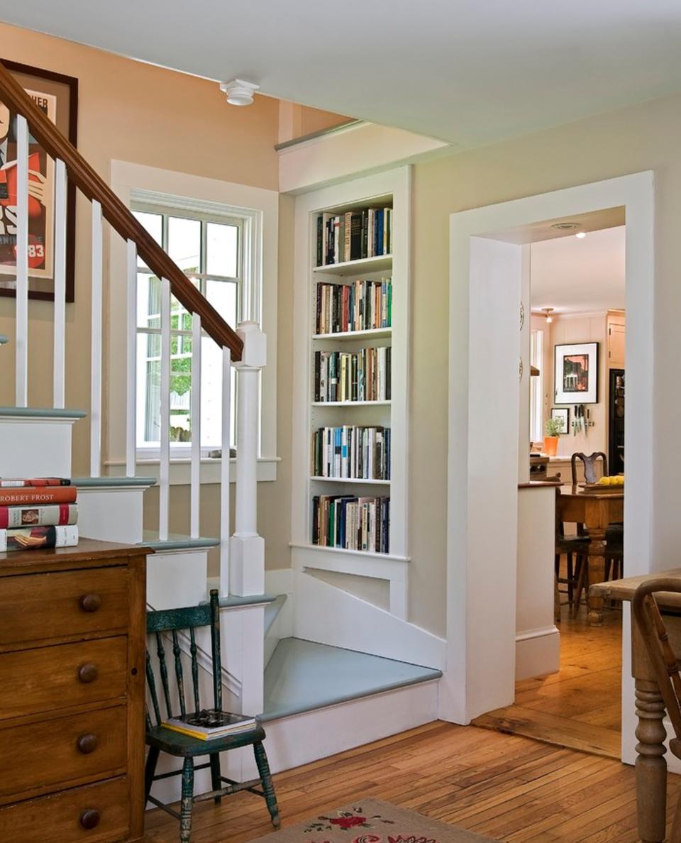 Книжные шкафы и стеллажи в интерьере - 78 фото house studio.
